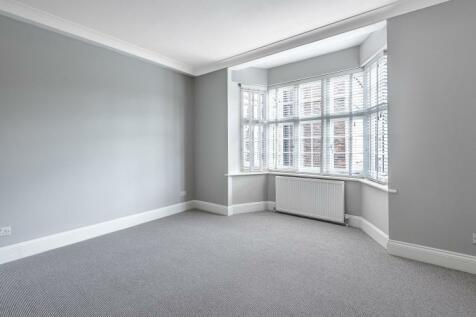 Grove Crescent Kingston Upon Thames KT1. 3 bedroom apartment