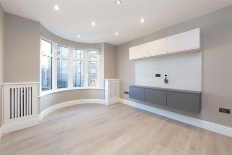 William Court, 6 Hall Road, St John's Wood, NW8. 1 bedroom flat