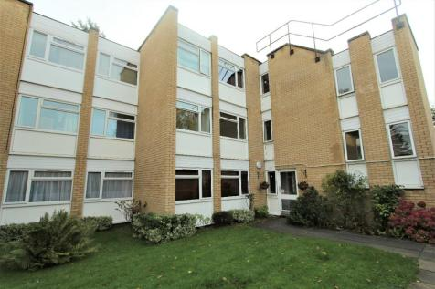 Lingfield Close, Enfield, Middlesex, EN1. 2 bedroom flat
