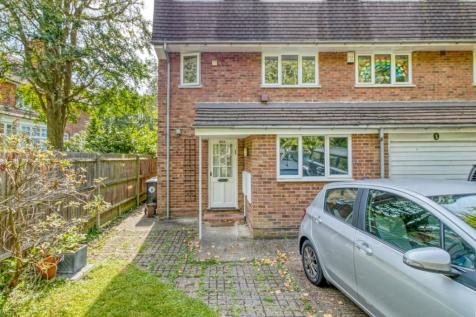 Dryden Road, London, EN1. 4 bedroom semi-detached house