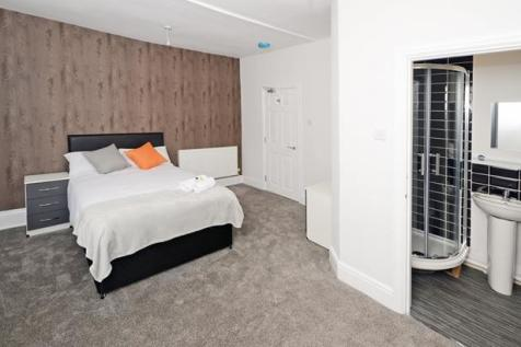 Ensuite Room 3, 43 Middlewich St. 1 bedroom house share