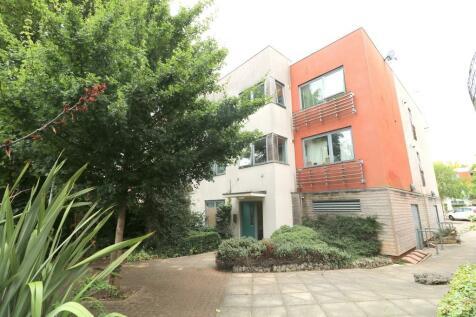 Netherheys Drive, South Croydon. 2 bedroom apartment