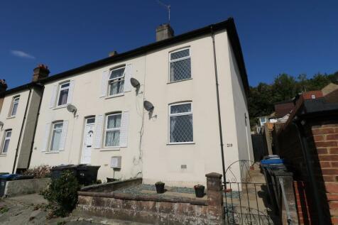 Godstone Road, Kenley. 2 bedroom end of terrace house