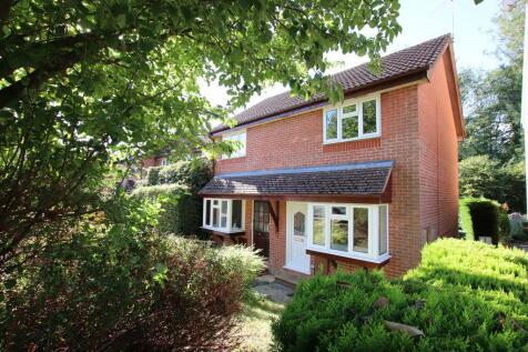 East Grinstead, West Sussex. 1 bedroom end of terrace house