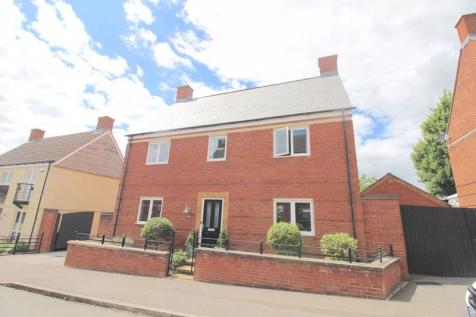 EXTENDED DETACHED 4 BEDROOM PROPERTY IN OLD TOWN. Detached house