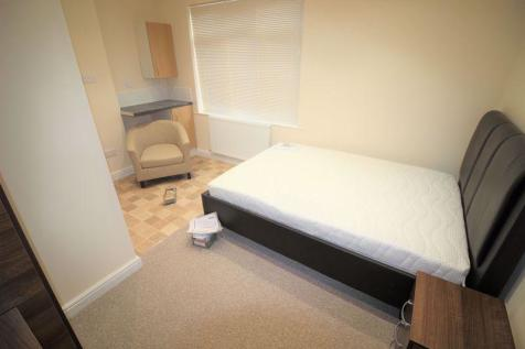 Fully furnished Studio flat to rent, Town Centre, William Street. Studio flat