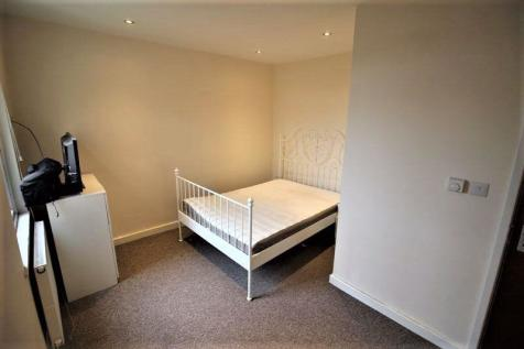 One bed studio flat to let, all bills included, Albion Street, Town Centre. Studio flat