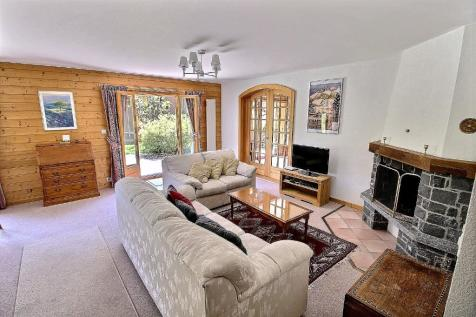 Champéry, Valais. 4 bedroom house of multiple occupation for sale