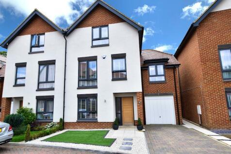 Apsley Walk, Richings Park, Iver, SL0. 4 bedroom semi-detached house