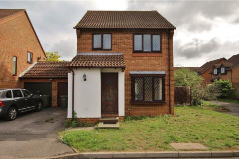 Suffolk Drive, Guildford, Surrey, GU4. 3 bedroom house