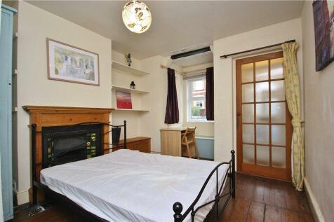 Denzil Road, Guildford, Surrey, GU2. 4 bedroom semi-detached house