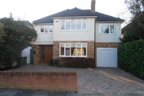 Nelwyn Avenue, Hornchurch, London, RM11. 4 bedroom detached house