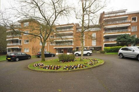 Sunset Avenue, Woodford Green, Essex, IG8. 4 bedroom penthouse