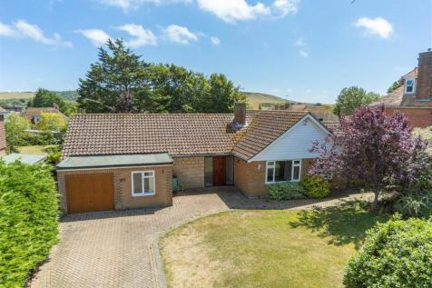 SOUTH FACING GARDEN. 3 bedroom detached bungalow for sale