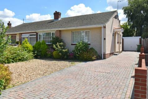 St. Johns Road, Locks Heath, Hampshire, SO31. 2 bedroom semi-detached bungalow