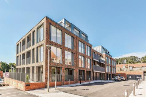 Masefield House, Laureate Gardens, Henley-On-Thames, RG9. 3 bedroom apartment for sale
