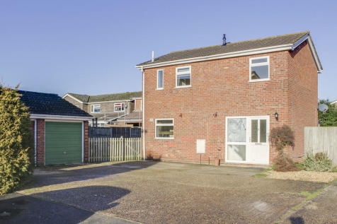 Meadow Close, Little Paxton, St. Neots. 3 bedroom detached house