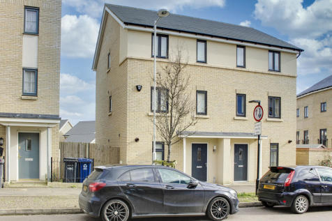 Dramsell Rise, St. Neots. 3 bedroom semi-detached house