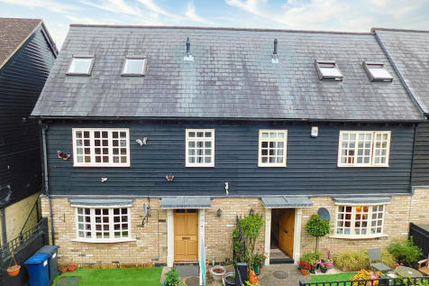 Fishers Yard, St. Neots. 3 bedroom town house
