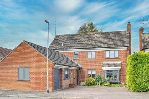 Silverweed, Eaton Ford, St. Neots. 4 bedroom detached house