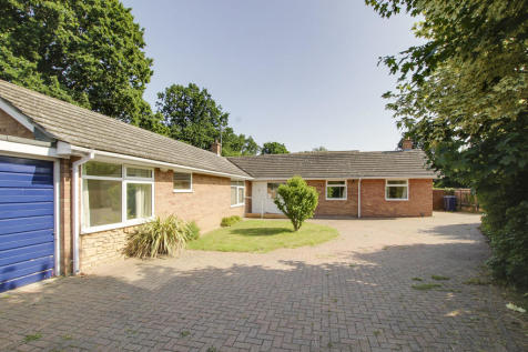 High Street, Little Paxton, St. Neots. 4 bedroom detached bungalow