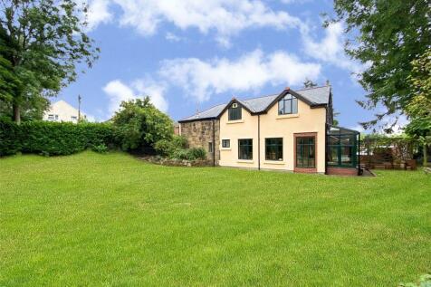 Clayton Road, Pentre Broughton, Wrexham, LL11. 4 bedroom detached house