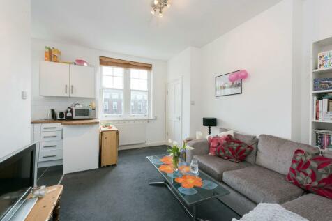 Cromwell Avenue, Ravenscourt Park, W6. 2 bedroom flat