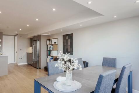 Clifton Walk, Hammersmith, W6. 2 bedroom flat