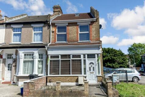 Farnham Road, SEVEN KINGS, IG3. 2 bedroom end of terrace house