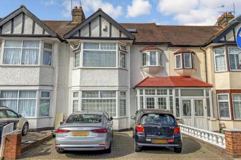 The Drive, ILFORD, IG1. 3 bedroom terraced house