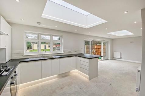 Osborne Road, HORNCHURCH, RM11. 4 bedroom semi-detached house for sale