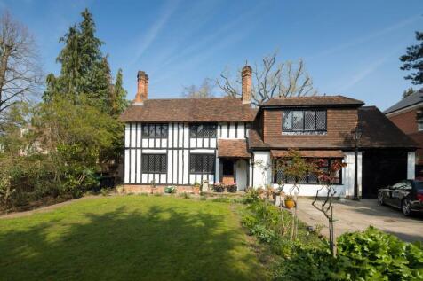 Coombe Hill Road, Kingston upon Thames, KT2. 4 bedroom detached house