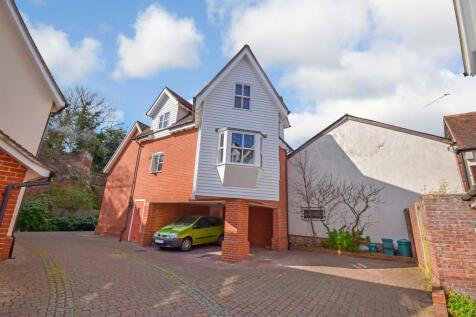 St James Rise, East Hill, Colchester. 1 bedroom maisonette