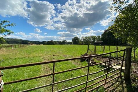 Woodmansgreen, Linch. Equestrian facility