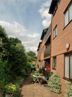 Gadeview, Cotterells Hill, Hemel Hempstead, Hertfordshire. 3 bedroom retirement property