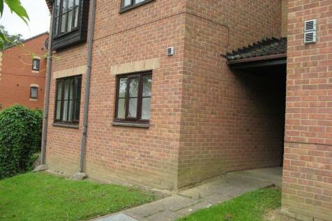 3 Ryalls Court, Dampier Street, Yeovil, BA21 4ES. 1 bedroom flat