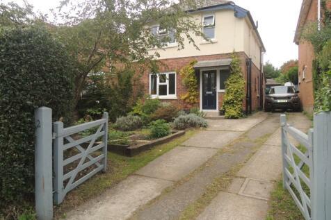 Guest Avenue, Poole, Dorset, BH12. 4 bedroom detached house