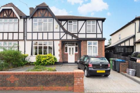 The Ridings, Surbiton, KT5. 4 bedroom semi-detached house