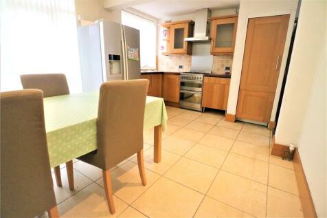 Longley Avenue, Wembley, HA0. 3 bedroom semi-detached house