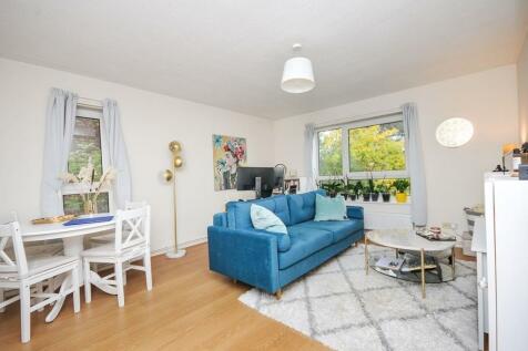 Copers Cope Road, Beckenham, BR3. 1 bedroom flat
