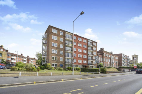 The Hermitage Portsmouth Road, Kingston Upon Thames, KT1. 2 bedroom flat