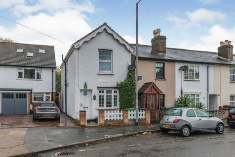 Red Lion Road, Surbiton, KT6. 2 bedroom detached house