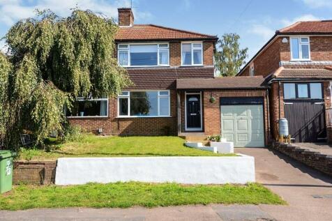 Fairway, Hemel Hempstead, HP3. 3 bedroom semi-detached house