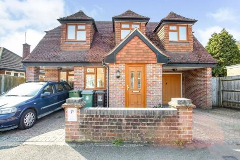 Holtsmere Close, Watford, WD25. 2 bedroom detached house