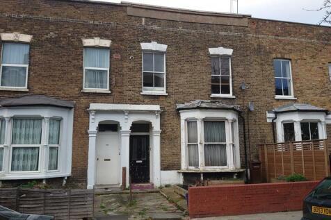 Brooke Road, London, E5. 2 bedroom flat