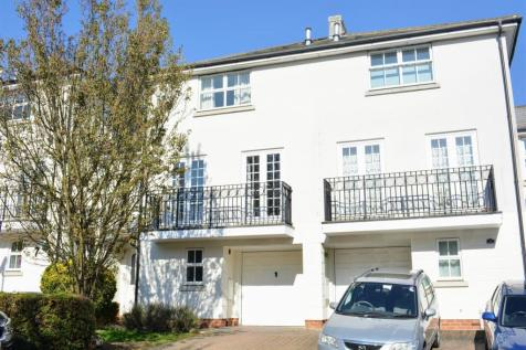 St. Theresa Close, Epsom. 4 bedroom town house