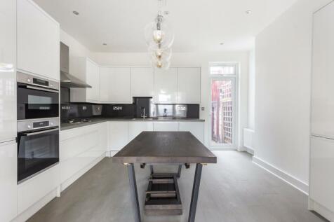 Brockley View, Forest Hill, SE23. 3 bedroom flat