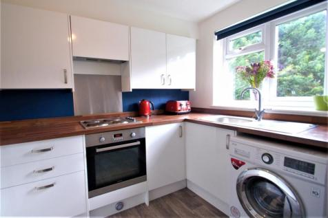 Winston House, Fennels Road, High Wycombe, HP11. 2 bedroom flat for sale