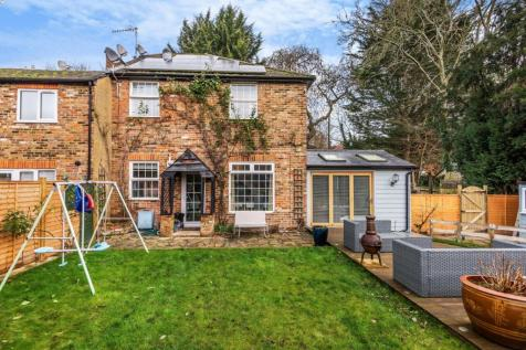 St. Anns Cottages, London Road, Loudwater, High Wycombe, HP10. 2 bedroom end of terrace house