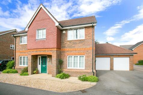 Laurel Close, Oakley, Basingstoke, RG23. 5 bedroom detached house